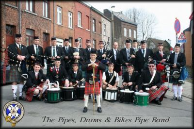 Joueurs de cornemuses Ecossaise ( The Pipes, Drums & Bikes Pipe Band )