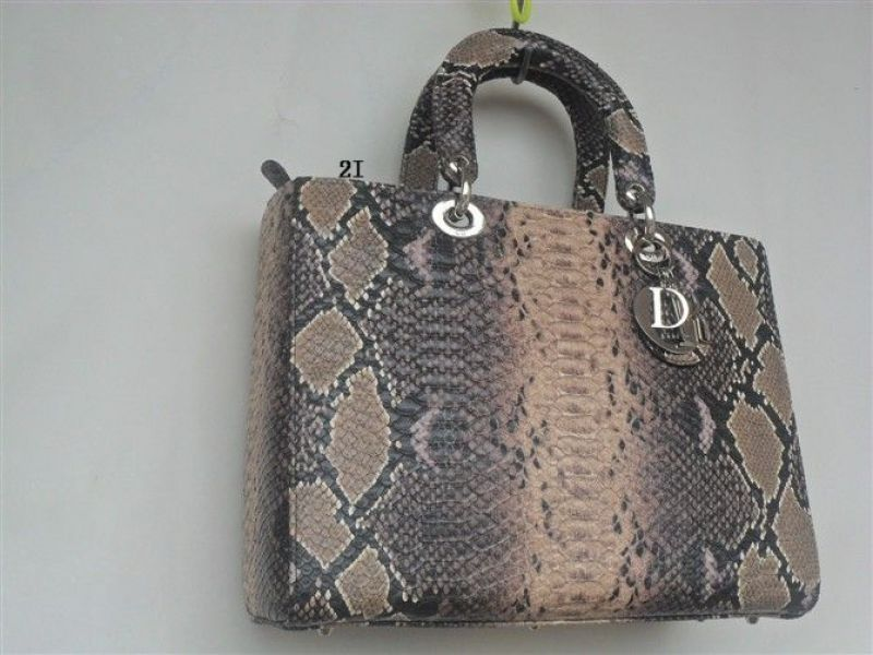 Celine.BURBERRY.PAUL SMITHA. CHANEL .GUCCI.sacs.35€