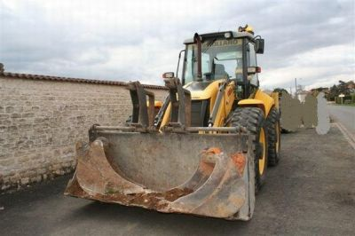 Tractopelle New Holland B115B en parfait etat