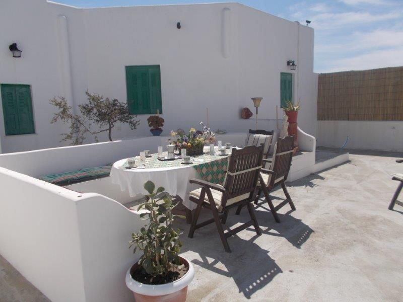 Greece Cyclades island Milos rent villa with 3 bedrooms. great for 6/8/10people